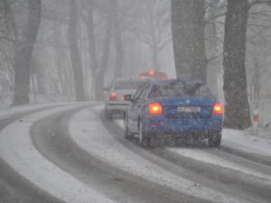 Sněhová předpověď se vyplnila, silničáři pro kamiony uzavřeli Oldřichovské sedlo