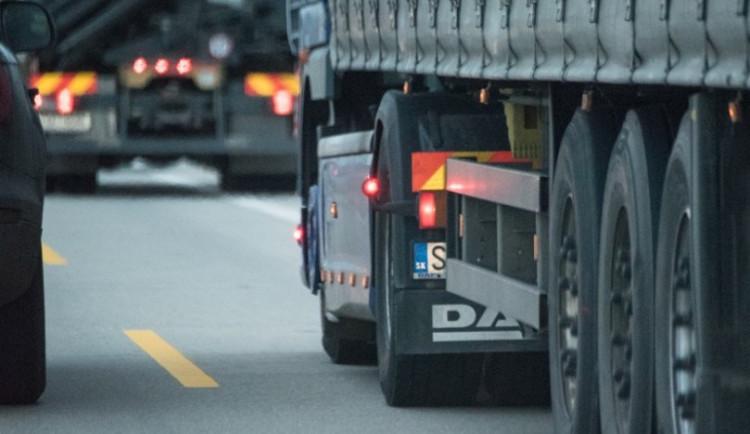 Mýtné si vybírá svou daň na silnicích v Libereckém kraji. Kamiony se snaží úseku vyhnout