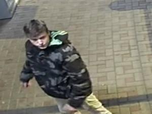 Neznámý pachatel poničil čtečku karet ve vlaku, policisté hledají svědky