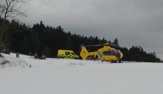 Při sjezdu v Bedřichově se vážně zranil běžkař. Do nemocnice ho transportoval vrtulník