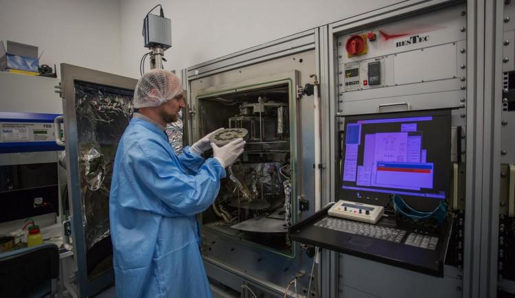 VIDEO: Vědci v Turnově se podílejí na výrobě družice, která jako první zmapuje sluneční póly