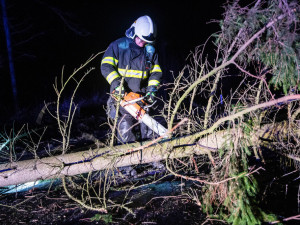 Cyklostezka Varhany je dočasně uzavřená kvůli popadaným stromům