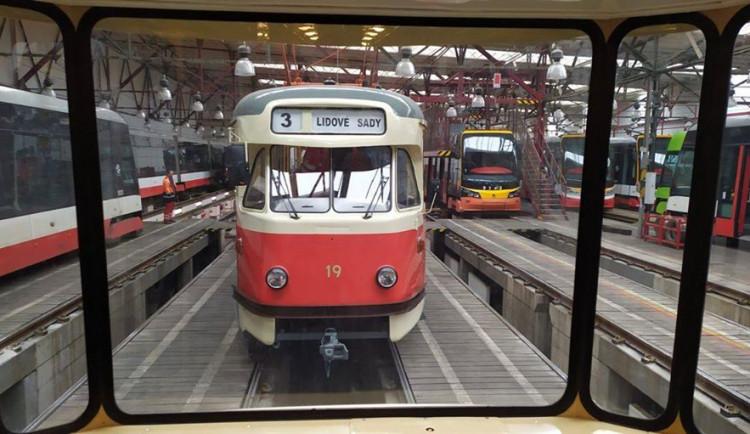FOTO: Tramvaje T2 se vrací do provozu. Jezdit už nebudou v Liberci, ale v Praze