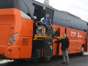 ČSAD Liberec koupila autobus speciálně upravený pro postižené