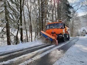 V noci opět sněžilo, silnice mohou klouzat