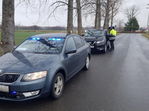 Akce policistů na silnici mezi Libercem a Hrádkem. Z kontrolovaných řidičů měl problém každý třetí