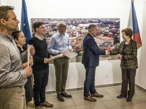 Lidé z Liberecka předali petici proti Turówu v Bruselu