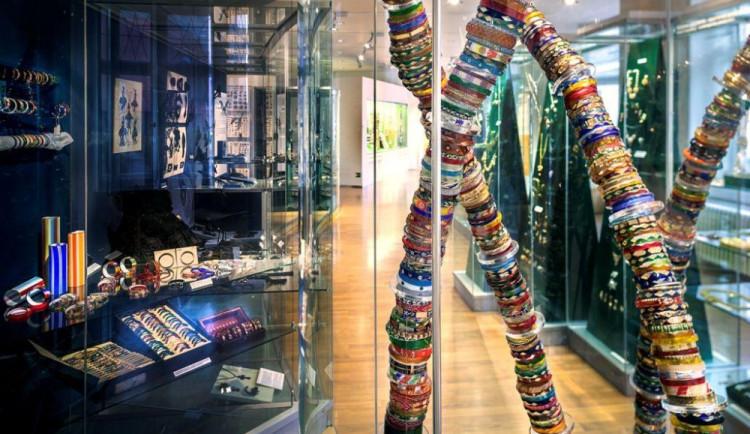Muzeum skla a bižuterie v Jablonci zůstává otevřené