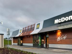 """Hranolky z Mekáče si můžete dát na """"McDrivu"""" nebo objednat přes aplikaci McDelivery"""