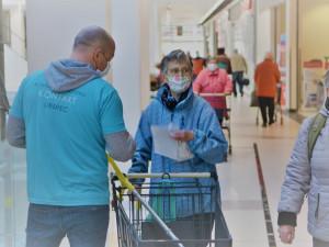 Liberec začne od pondělí seniorům dodávat zdarma roušky