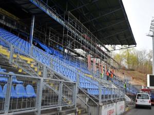 Na Slovanu začala rekonstrukce hlavní tribuny. Nový trávník bude zřejmě až za rok