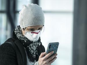 Nanofiltry za respirátory. Liberecký kraj si pomáhá se Saskem
