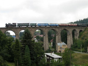 Z viaduktu ve Smržovce spadl muž. Pád nepřežil. Zřejmě šlo o sebevraha