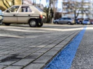 Konec bezplatného parkování, parkovací automaty i modré zóny jsou opět v provozu