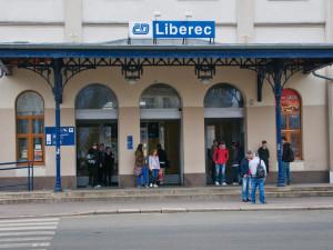 Na trati z Liberce na Jaroměř bude od soboty výluka. Místo vlaků budou jezdit autobusy
