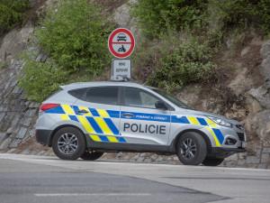 Do Rádla už nesmí ani dodávky, dohlíží tam policie