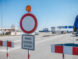 Hlavní tah na Chrastavu čeká oprava za čtvrt miliardy. Silnice vydržela sotva patnáct let