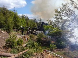 FOTO: U Malé Skály hořel les, s hašením pomáhal vrtulník