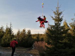 Paraglidista na Ještědu vlétl do elektrického vedení a spadl z šestimetrové výšky