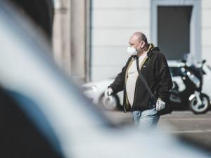 Česko zítra čeká další vlna uvolňování opatření, týkat se bude škol a roušek