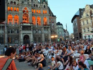 Umělci v létě utiší hlad lidí po kultuře