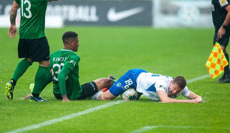 Těžký terén Slovanu nesvědčil, na hřišti poslední Příbrami prohrál 1:2
