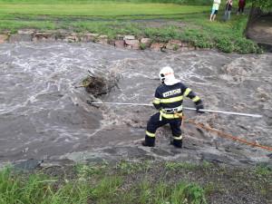 FOTO: Víkendové bouřky způsobily 83 událostí, u kterých zasahovali hasiči