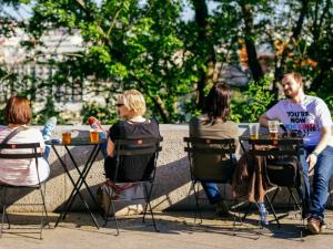 Liberecká židle. Ve městě se objeví stolky se židlemi, lidé je budou moci přenášet
