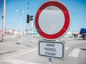 Příští týden se začne kopat v ulici Hluboká v Turnově, obchodů se práce nedotknou