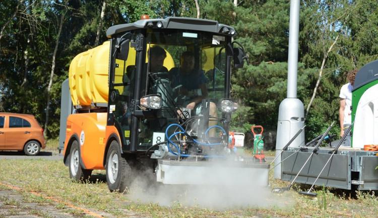 Na plevel místo chemikálií pára. Semily chtějí využívat šetrnější metodu