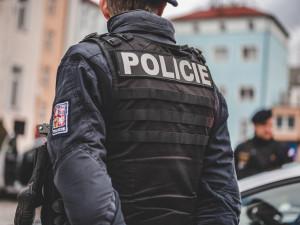 Zloděj v centru Liberce vykradl dodávku plnou cibule a česneku. Policisté ho chytili ještě na místě