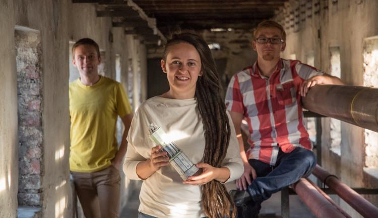 Dostali výpověď z dílny Zauhlovačky, nyní budují novou. O pomoc prosí crowdfundingem