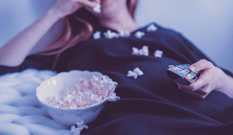 Pandemie přinesla nelegální stahování filmů. V kinech chybí nové filmy