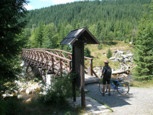 Hraniční Karlovský most z Jizerky do Orle půjde k zemi, hrozí zřícením