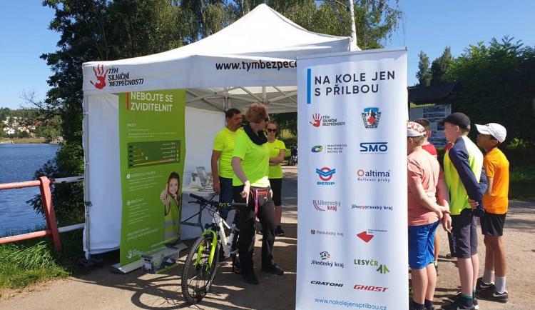 Projekt Na kole jen s přilbou zavítal na jabloneckou cyklostezku