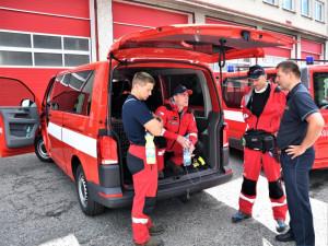 Hasiči z Libereckého kraje odletěli do Bejrútu. Spolu s nimi vyrazili na pomoc i dva psi