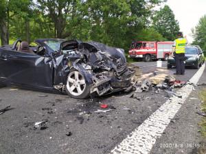 Tragická nehoda u Cvikova. Při čelním střetu dvou aut zemřela žena