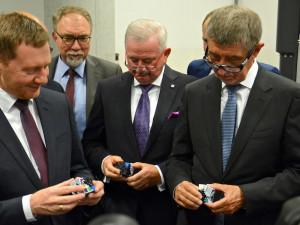 Premiér Babiš v Liberci: Ranní položení věnce i společné jednání se saským protějškem