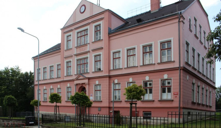 Další zavřená třída kvůli koronaviru. Do školy nemohou prvňáčci z Vrkoslavic