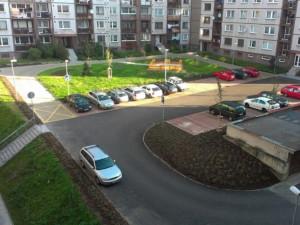 Vyhrazená parkovací místa se v Liberci vrací. Zdraží o tisíce