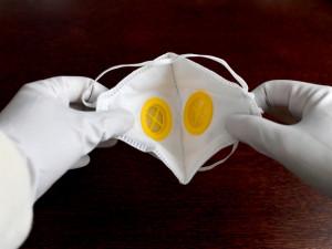 Chrastava rozdá seniorům respirátory. Pro každého jich má deset