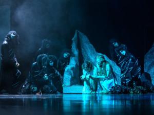 První baletní premiéra letošní sezony. Na prkna Šaldova divadla se sneslo Sedmero krkavců