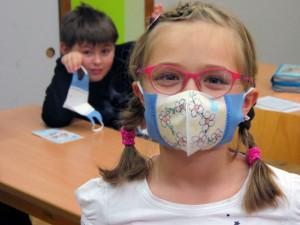 Děti na 5. květnu musí mít roušky v odborných učebnách i v družině