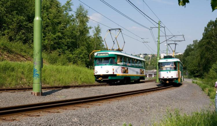 Srážka tramvaje s chodcem u bývalé Textilany. Mladík měl sluchátka a vůz neslyšel