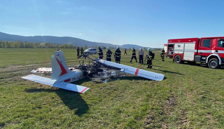 Na letišti v Liberci havarovalo letadlo. Dva zranění