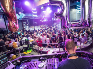 Uzavření o půlnoci je pro provozovatele klubů a diskoték katastrofou