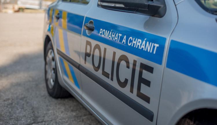 U Žandova došlo k tragické nehodě. Řidič přes zamlžené sklo neviděl muže ležícího na silnici