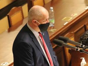 FOTO: Vláda schválila nouzový stav