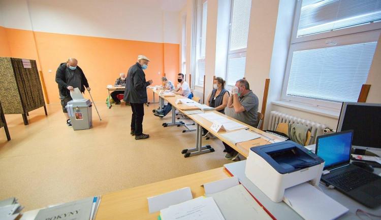 VOLBY 2020: Poprvé v rouškách. Lidé v Libereckém kraji vybírají krajské zastupitele