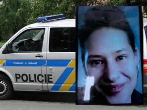 Mladá žena může být v ohrožení života, její auto našli u lesa